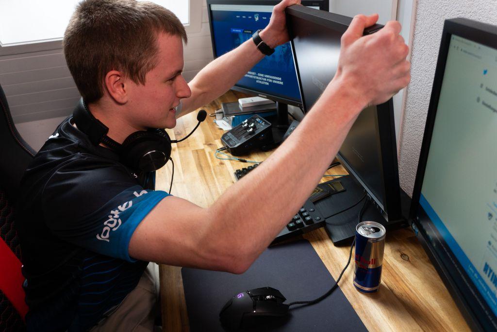 """Shark vom R6 Team hält seinen Bildschirm aus """"Ärger"""""""